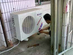家住在厦门市金尚小区的刘女士,称家里的空调外机开机运行时噪音比较大,有点在家里休息的时候都能听得见,常常影响休息,之后打来电话询问是哪里坏了,我们师傅上门后,对其空调进行了相关的检查维修。